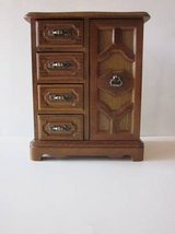 Dresser Top Jewelry Box in Palatine, Illinois