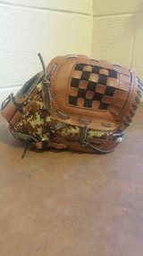 Adidas Youth TS1050BDC 10.5'' Brown Camo Baseball Glove Easy Close in Fort Campbell, Kentucky