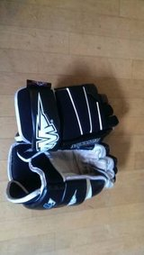 MISSION Hockey Gloves Black/white 13 Inches Lightweight Nice! in Chicago, Illinois