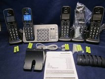 Panasonic KX-TGE270 DECT 6.0 Answering Machine 5 KX-TGEA20 Handsets BL in St. Charles, Illinois