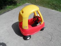 Little Tikes Cosy Coupe in Bartlett, Illinois