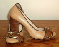 Merona Chunky Block Heel Closed Buckle Toe Pumps Size 6 Camel Brown in Joliet, Illinois