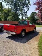 2000 Ford F150 in Fort Campbell, Kentucky