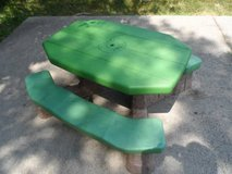 Picnic Table in Bartlett, Illinois
