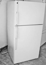 Refrigerator-18 cf Whirlpool -Excellent condition in Warner Robins, Georgia