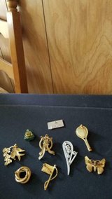 Mixed Lot of 9 Pins Brooches Tennis Racket, Birds, Butterfly, Flowers, Flag in Kingwood, Texas