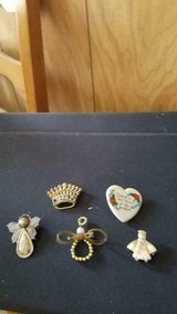 Mixed Lot of Relious Pins Brooches ie Angels, Jesus! 5pcs in Kingwood, Texas