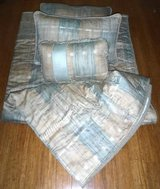 RV SHORT Queen Bedding - Quilt Pillows & Shams in Joliet, Illinois