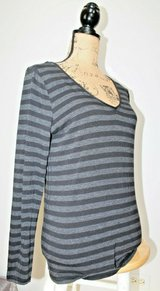 Calvin Klein Performance Black/Gray Stripe V-Neck LS Top, Large in Bolingbrook, Illinois