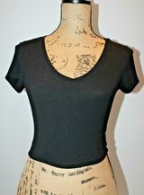 Bozzolo Black Ribbed Stretch Cropped Short Sleeve Top, Small in Bolingbrook, Illinois