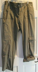 Chico's Army Green Convertible Cargo Pants to Cropped, Chico's Sz1.5/Medium in Glendale Heights, Illinois