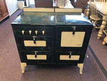 Antique Green Oven in St. Charles, Illinois
