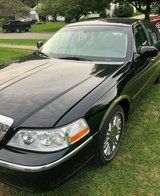 2006 Lincoln Town Car Designer Series, Only 71K, Black w/Tan Leather Interior in Naperville, Illinois