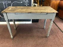 Rustic table in Naperville, Illinois