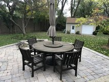Outdoor patio table/chairs in Naperville, Illinois