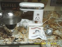 CUISINART 5.5 QUART MIXER STAND  NEW NEVER USED ALL TOOLS INCLUDED in Naperville, Illinois
