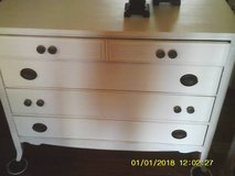 DTRESSER DOVE TAILE 4 DRAWERS ALL SOLID WOOD in Orland Park, Illinois