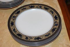 SET OF 4 MIKASA ARABELLA DINNER PLATES INTAGLIO in Kingwood, Texas