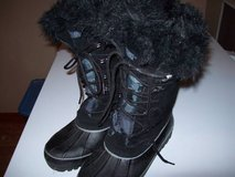 WOMENS WINTER BOOTS SZ 7 in Orland Park, Illinois