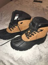 MENS WINTER BOOTS SZ9 in Orland Park, Illinois