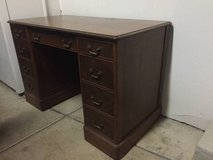 Nice solid oak desk in Batavia, Illinois