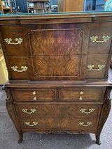 Pretty vintage dresser chest in Aurora, Illinois