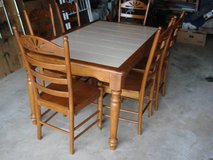 Table & 6 chairs - (7 pieces as shown) in Aurora, Illinois