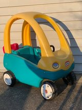 Little Tikes Cozy Coupe Ride-On Car Toddler Blue Yellow in Glendale Heights, Illinois