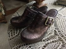 Women's BORN all Leather Size 8 Shoes in Plainfield, Illinois
