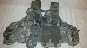 LIGHTWEIGHT MOLLE II ACU FLC ADJUSTABLE FIGHTING LOAD CARRIER W/ POUCH in Colorado Springs, Colorado