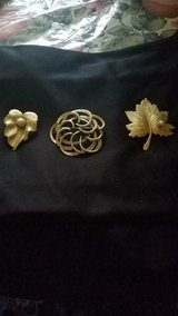 3 Vtg SARAH COVENTRY Goldtone Brooches / Pins! Leaf Pins w/ Faux Pearls! SIGNED in Bellaire, Texas