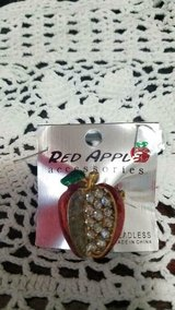 New Shiny RED APPLE Gold Tone Brooch Pin with Clear Rhinestones! Pretty!! in Bellaire, Texas