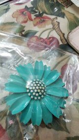 Vintage TRIFARI Blue Daisy Flower Brooch / Pin! Signed in Bellaire, Texas