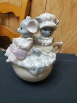 2 Mice in Cup Porcelain Musical Figurine! It Works!! Nice condition in Bellaire, Texas