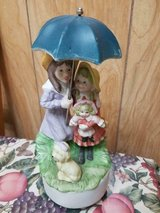 """Vtg Mother and Daughter W/ Umbrella Ceramic Musical Figurine! 9"""" tall in Bellaire, Texas"""