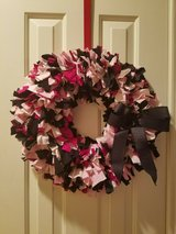 "pink & black rag wreath - 20"" in Pasadena, Texas"