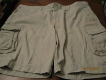van heusen men's cargo shorts - sz 44 in Pasadena, Texas