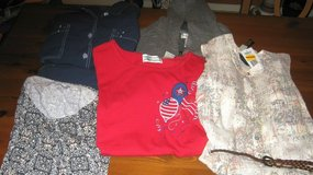 6 pieces -  lady's jacket, 3 tops and capri set– sz small – new w/o tags and nwt in Pasadena, Texas