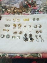 15 Pairs of Mixed Lot of Vintage Clip Earrings! Very nice jewelry! Unsigned Great Condition in Bellaire, Texas