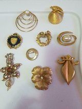 9 Gold Tone Mixed Signed and Unsigned Brooches Pins! CORO, BSK, EMMONS, E PEARL in Spring, Texas