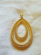 """Beautiful Vintage Gold Tone TRIFARI Necklace Pendant! 4""""L x 3""""W SIGNED! in Spring, Texas"""