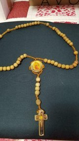 """Vtg Wood Bead Rosary w/ Pictures of Virgin Mary and Cruxificion on Trinkets! 20"""" in Bellaire, Texas"""