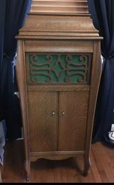 antique working oak phonograph the madelyn copp music shop south bend indiana in Chicago, Illinois