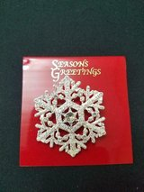 New Rhinestone & Crystal Snowflake Brooch / Pin! Nice Condition! in Bellaire, Texas