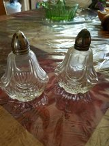 """Vintage Clear Crystal Salt and Pepper Shaker Set! Very Old!! Lids Silver? Approx. 4"""" in Bellaire, Texas"""