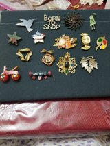 Lot of 15 Assorted Vintage Brooches / Pins! Hummingbird, Patriotic, Pumpkin, etc in Bellaire, Texas