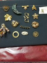 Lot of 15 Assorted Vintage Brooches / Pins! Weight Watchers, Heart, Moon, Angel, Leaf, Beads, etc. in Bellaire, Texas