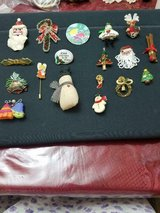 Lot of 18 Assorted Christmas Brooches / Pins! in Bellaire, Texas