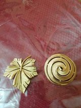 2 Vintage Signed TRIFARI Brushed Gold Tone Brooches / Pins! Round Swirl & Leaf! in Kingwood, Texas