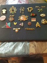 Vintage 20 pc Mixed Lot of Brooches / Pins! Silver Tone and Gold Tone in Bellaire, Texas